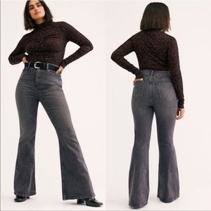 ❤️HP❤️ NWOT Free People We The Free Robyn Curvy Flare Jeans